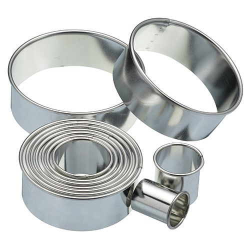 KitchenCraft Eleven Round Plain Pastry Cutters With Metal Storage Tin
