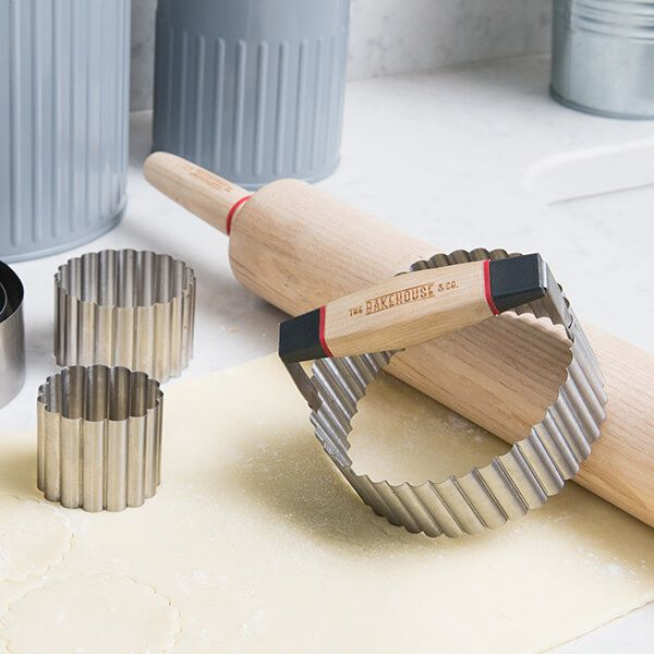 Bakehouse & Co 7 Piece Stainless Steel Crinkle Edge Cookie Cutter Set