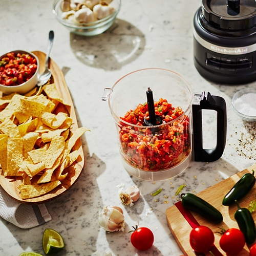 The KitchenAid 2.1L Food Processor comes with a number of accessories