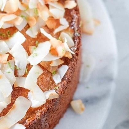 Make cakes with the KitchenAid Artisan Stand Mixer