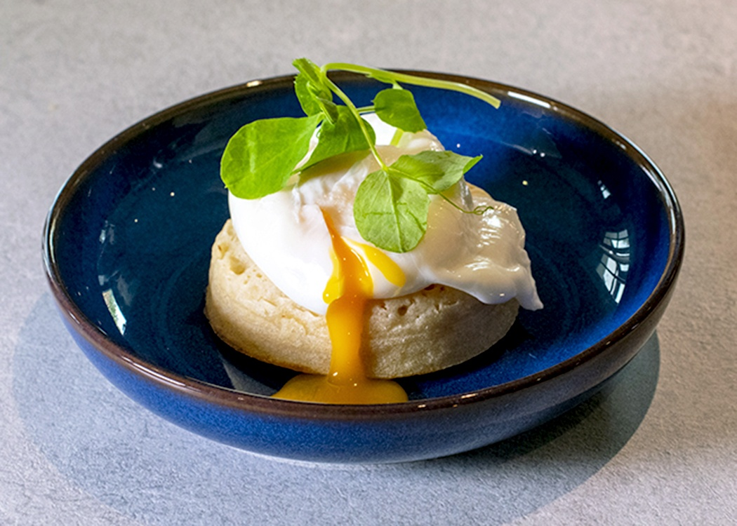 poached-egg-on-crumpet