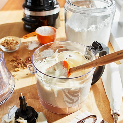 Make purees with the KitchenAid 1.7L Food processor